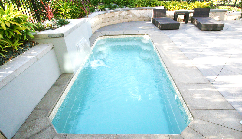 Olympus mini piscine urbaine fond plat leisure pools for Piscine leisure pools