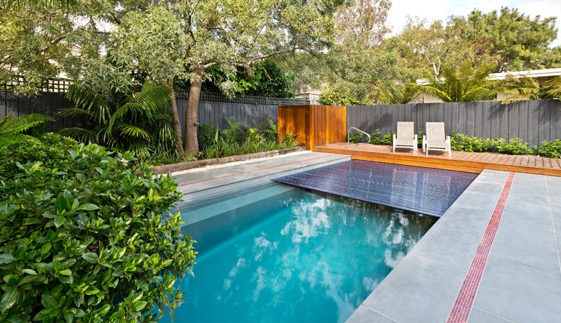 Reflection avec volet roulant piscine fond inclin leisure pools - Piscine leisure pools ...